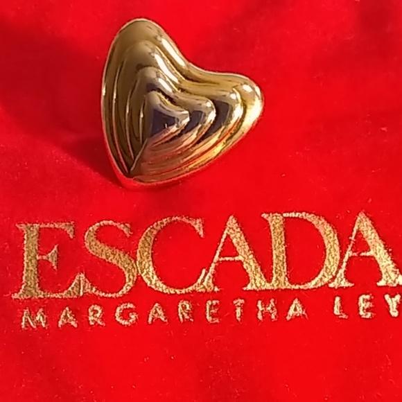 VINTAGE ESCADA GOLD TONE HEART LAPEL PIN